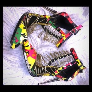 Multi colored heel with gold details